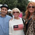 Pierrette Brès et Julie Piétri - Tournoi de pétanque organisé place des Invalides à Paris et dont les fonds ont été reversés à l'association Meghanora, seule association en Europe à aider la recherche concernant les tumeurs rénales de l'enfant. Le 29 septembre 2013.