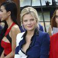 Mélanie Thierry, enceinte, lors du défilé prêt-à-porter printemps-été 2014 de Maxime Simoens à Paris le 19 septembre 2013