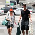 Kaley Cuoco et Ryan Sweeting lors d'une sortie shopping au Whole Foods Market de Sherman Oaks, le 3 août 2013
