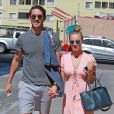 Kaley Cuoco et Ryan Sweeting dans les rues de Sherman Oaks après un déjeuner au Marmalade Cafe, le 28 septembre 2013