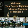 La princesse Charlene de Monaco a donné une leçon de natation à de jeunes Russes le 5 octobre 2013 au bassin olympique de Moscou, à l'occasion de sa visite officielle avec le prince Albert II.
