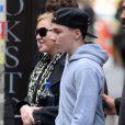 Madonna et son fils aîné Rocco à la sortie de Centre de la Kabbale à New York, le 5 octobre 2013.