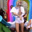 Invitée lundi 7 octobre 2013 du Today Show à New York, Miley Cyrus a chanté We Can't Stop et Wrecking Ball, extrait de son album Bangerz.