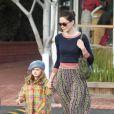 Michelle Monaghan et sa fille Willow Katherine White dans les rues de West Hollywood, le 18 décembre 2012