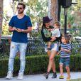 Scott Disick, Kourtney Kardashian et leurs deux enfants Mason et Penelope à Los Angeles. Le 12 octobre 2013.