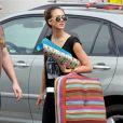 Jessica Alba sort d'une boutique de décoration, le 16 juin 2012