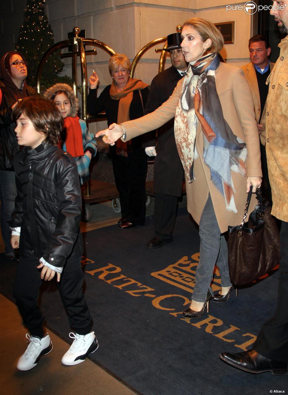 C  233 line Dion et son fils Ren  233 -Charles quittent leur h  244 tel de New    Celine Dion Son
