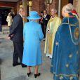 La reine Elizabeth II et le duc d'Edimbourg accueillis par l'archevêque de Canterbury et l'évêque de Londres au baptême du prince George de Cambridge, 3 mois, le 23 octobre 2013 au palais Saint James, à Londres.