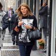 Anna Dello Russo surprise dans les rues de Milan, porte un pull et un sac Givenchy (modèle Lucrezia), un jean et des baskets adidas Originals by Jeremy Scott. Le 24 octobre 2013.