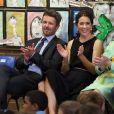 La princesse Mary de Danemark et le prince Frederik participant à un concours de lecture le 25 octobre 2013 dans une école primaire de Sydney, initiative du Premier ministre.