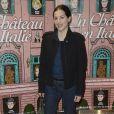 """Amira Casar lors de la première du film """"Un château en Italie"""" à Paris, le 29 octobre 2013."""