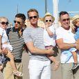 David Furnish et son fils Zachary posent avec Neil Patrick Harris, David Burtka et lerus enfants Gideon Scott et Harper Grace à St.Tropez, le 9 juillet 2013.