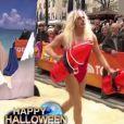 Matt Lauer épate en Pamela Anderson pour Halloween 2013, à New York.