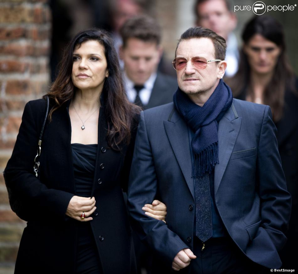 le chanteur bono et sa femme ali hewson famille royale amis et coll gues honoraient la. Black Bedroom Furniture Sets. Home Design Ideas