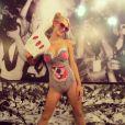 Paris Hilton a enchaîné les looks pour Halloween 2013, ici en Miley Cyrus.