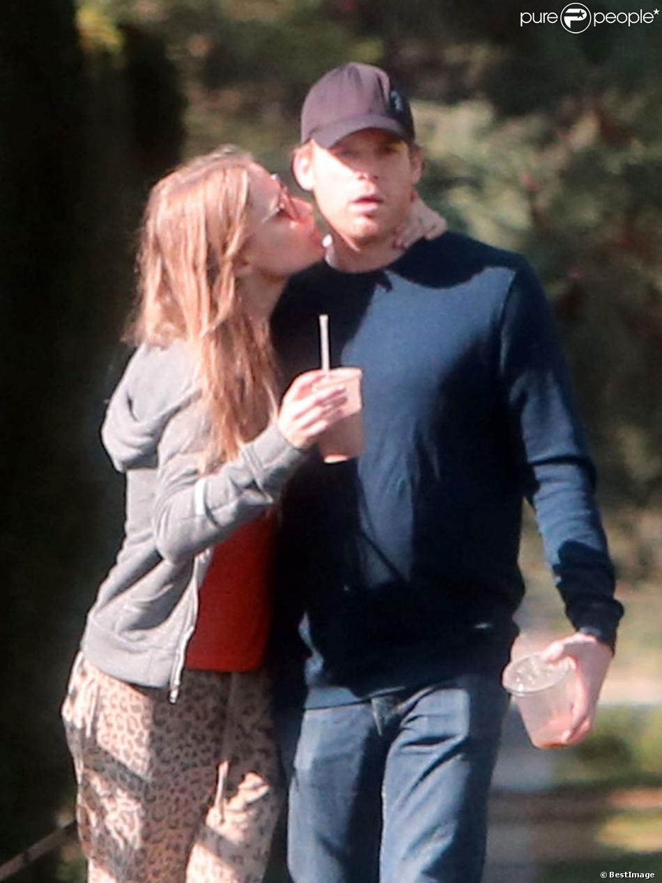 Exclusif - Michael C. Hall et sa petite amie Morgan MacGregor passent un moment romantique, à Los Feliz, le 3 novembre 2013.