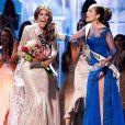 Gabriela Isler, Miss Venezuela 2013, remporte la couronne de Miss Univers remise par son prédécesseur Olivia Culpo au Crocus City Hall. Moscou, le 9 novembre 2013.