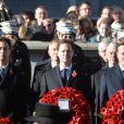 Ed Miliband, Nick Clegg et le premier ministre David Cameron prêt à déposer leurs gerbes de coquelicots lors de la cérémonie au Cénotaphe de Whitehall durant Remembrance Day à Londres le 10 novembre 2013
