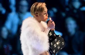 MTV EMA 2013 : Miley Cyrus fume un joint sur scène !