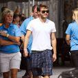 """Exclusif - L'acteur de """"Into the Wild"""" Emile Hirsch, jeune papa, marche accompagné d'une jeune femme dont il est séparé, avec leur petit garçon Valor, né il y a 7 jours, à Melbourne en Floride le 2 Novembre 2013."""