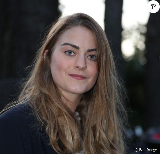 """Alexandra Gentil - Arrivée des people au Studio Gabriel pour l'enregistrement de l'émission """"Vivement Dimanche"""" à Paris le 30 octobre 2013."""