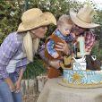 Tori Spelling et Dean McDermott célèbrent le premier anniversaire de leur fils Finn et les deux ans de leur fille Hattie à Underwood Farms. Los Angeles, le 8 novembre 2013.