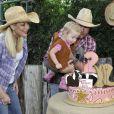 Tori Spelling et Dean McDermott fêtent le premier anniversaire de leur fils Finn et les deux ans de leur fille Hattie à Underwood Farms. Los Angeles, le 8 novembre 2013.