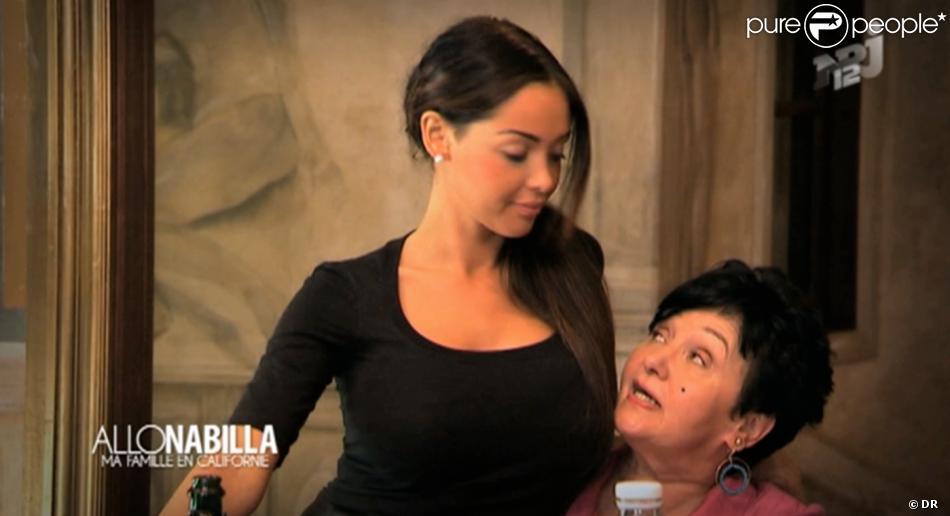 Premières images de la télé-réalité de Nabilla,  Allô Nabilla : Ma Famille en Californie . Diffusé mardi 12 novembre à 20h50 sur NRJ12. Nabilla et sa grand-mère Livia.