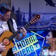 La star du Real Madrid Sergio Ramos en chanteur flamenco pour sa belle Pilar Rubio sur Antena 3, le 21 octobre 2013.