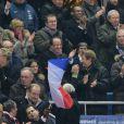 François Hollande lors de la victoire de l'équipe de France sur l'Ukraine (3-0) quilui offre la qualification au mondial 2014 au Brésil, le 19 novembre 2013 au Stade de France à Saint-Denis, au côté de Valérie Fourneyron, Thierry Rey et Claude Sérillon