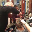 Cyril Hanouna se fait faire une décoloration par le coiffeur réputé Franck Provost pour honorer son pari, le mercredi 20 novembre 2013 à Paris.