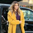 Kim Kardashian sort de chez son fiancé Kanye West à New York, le 20 novembre 2013 et reste fidèle à son beauty look neutre et discret.