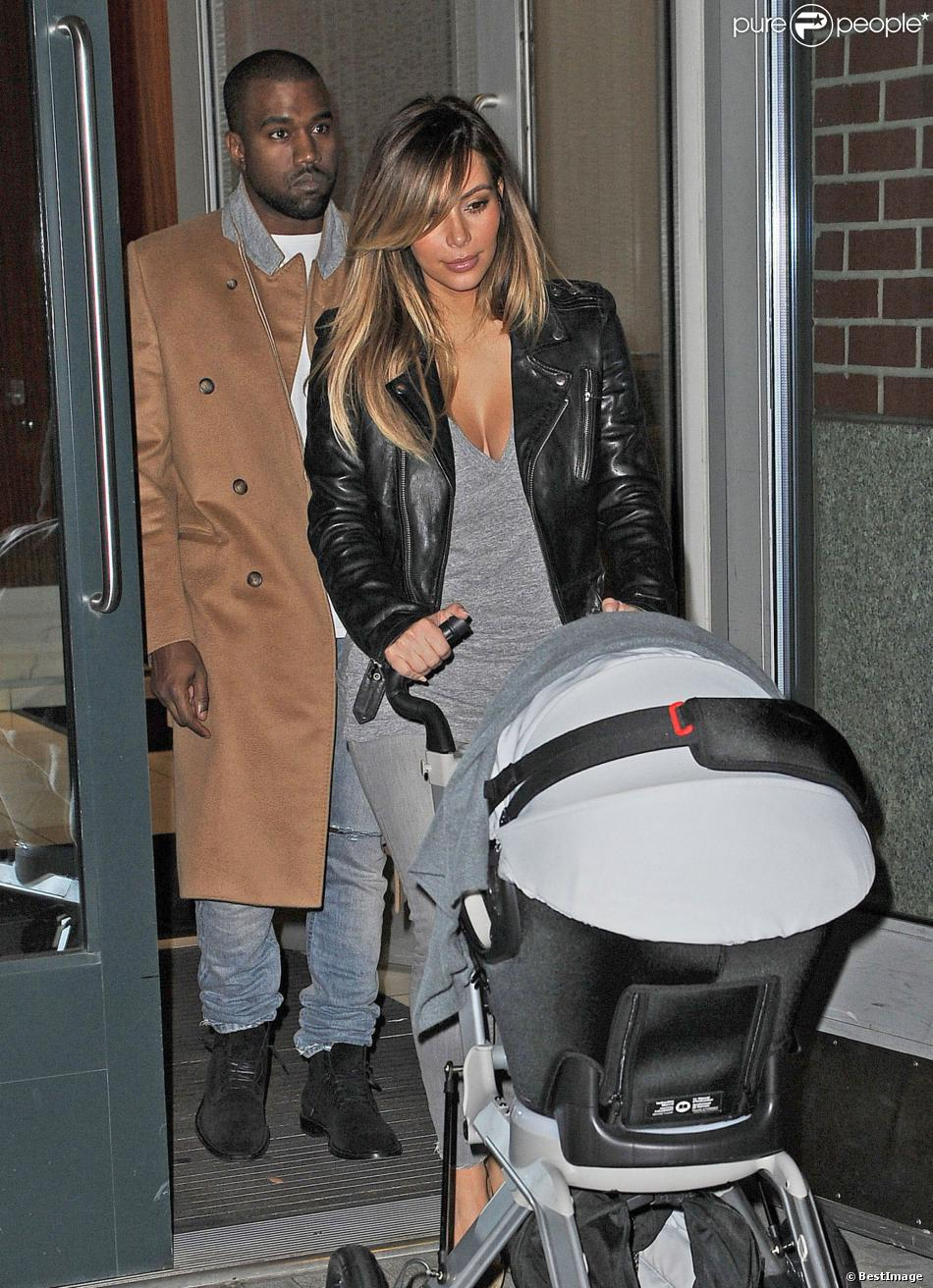 Kanye West, Kim Kardashian et leur fille North dinent a New York, le 22 novembre 2013 Kanye West and Kim Kardashian have a family dinner with their daughter North in New York City, New York on November 22, 201322/11/2013 - New York