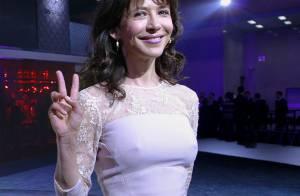 Sophie Marceau : Éblouissante en dentelle pour briller à l'autre bout du monde