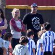 BrBritney Spears et son boyfriend David Lucado regardent les enfants de la chanteuse jouer au foot. Los Angeles, le 9 novembre 2013.