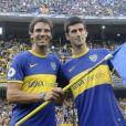 Rafael Nadal et Novak Djokovic avec le maillot de Boca Juniors à La Bombonera à Buenos Aires, le 24 novembre 2013.