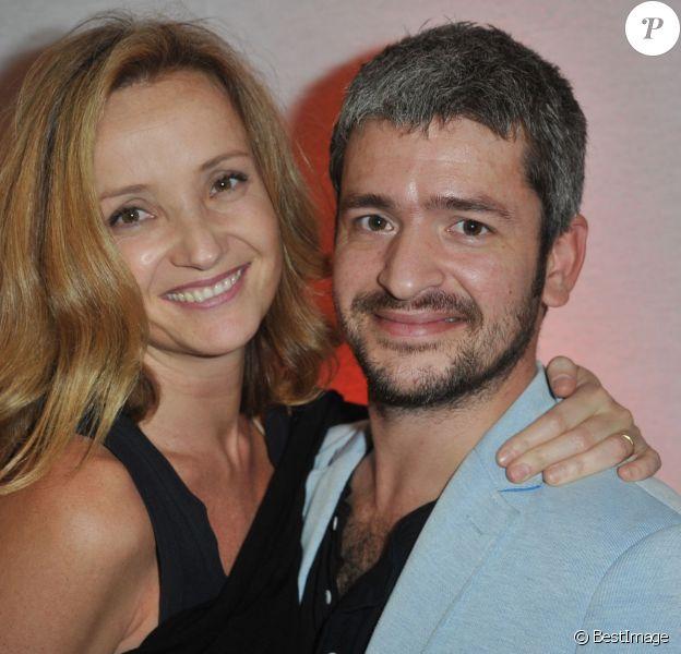 Le chanteur Grégoire et sa femme Eléonore de Galard à la soirée d'inauguration de la FIAC 2013 (Foire Internationale d'Art Contemporain) au Grand Palais à Paris, le 23 octobre 2013.