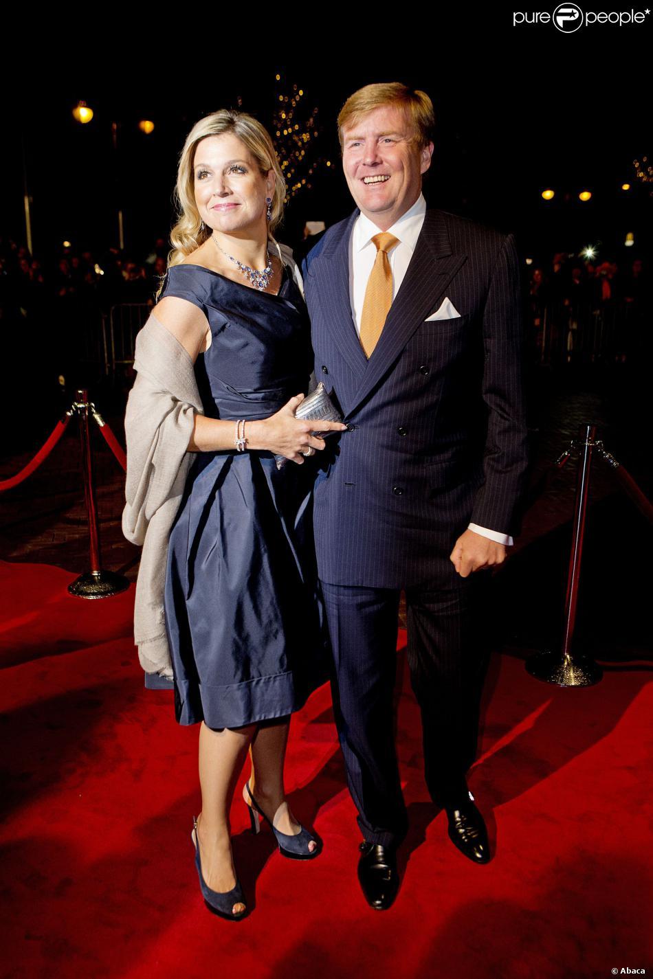 Le roi Willem-Alexander des Pays-Bas et la reine Maxima au concert marquant le lancement des célébrations des 200 ans du royaume des Pays-Bas, le 30 novembre 2013 au Théâtre Circus de Scheveningen (banlieue de La Haye).