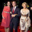 Le prince Jaime de Bourbon-Parme et la princesse Viktoria, enceinte de leur premier enfant, avec la princesse Irene des Pays-Bas, au concert marquant le lancement des célébrations pour les 200 ans du royaume des Pays-Bas, le 30 novembre 2013 au Théâtre Circus de Scheveningen (banlieue de La Haye).