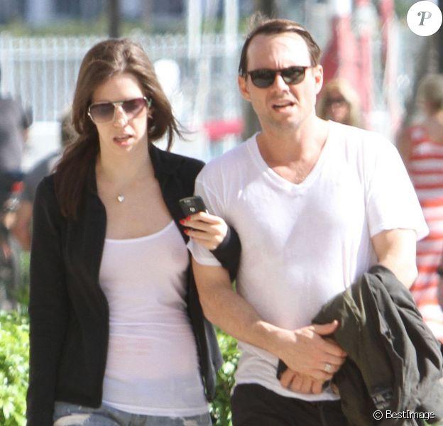 Christian Slater et Brittany Lopez se promènent à Miami, le 18 mars 2012