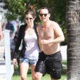 Christian Slater et sa fiancée Brittany Lopez profitent de la mer à Miami, le 18 mars 2012