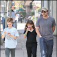 Christian Slater et ses enfants à Los Angeles, le 18 octobre 2009.