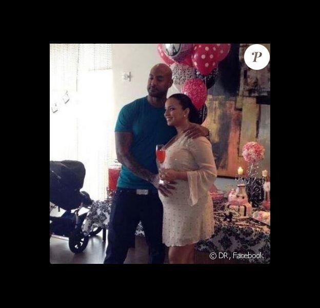 Booba, futur papa ? C'est ce que cette photo du rappeur, assistant à la baby-shower de Patricia Vinces, a laissé croire aux internautes.