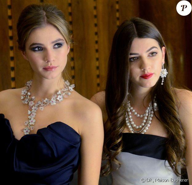 Zita d'Hauteville en Vivienne Westwood et Kyra Kennedy en Dior, toutes deux parées de bijoux de la Maison suisse Bucherer, au Bal des Débutantes le 30 novembre 2013 à l'Automobile Club de France de Paris