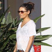 Mila Kunis enceinte ? Son ventre s'arrondit, Ashton Kutcher veille sur elle