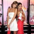 Karlie Kloss et Adriana Lima, splendides pour prendre la pose dans une boutique Victoria's Secret à New York. Le 9 décembre 2013