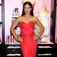 La torride Adriana Lima prend la pose pour une journée promo Victoria's Secret à New York le 9 décembre 2013