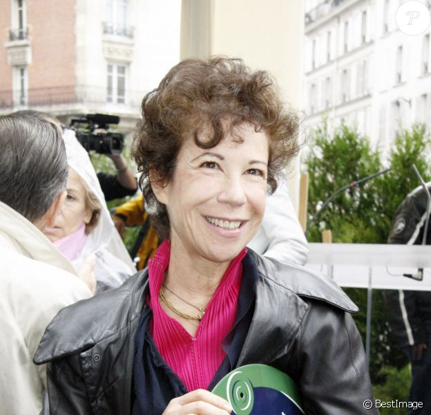 Véronique Colucci lors de l'inauguration de la place Coluche à Paris le 29 octobre 2006