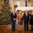 Le roi Philippe et la reine Mathilde de Belgique ont posé en compagnie du prince Laurent et de la princesse Claire avant d'assister le 11 décembre 2013 au concert de Noël au palais royal, à Bruxelles.