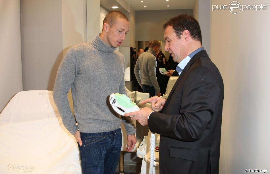 Frédérick Bousquet lors de l'ouverture du nouveau centre Unlimited Epil à Paris, le 17 décembre 2013.